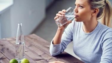 Yeterince Su İçmediğinizi Gösteren 8 Belirti